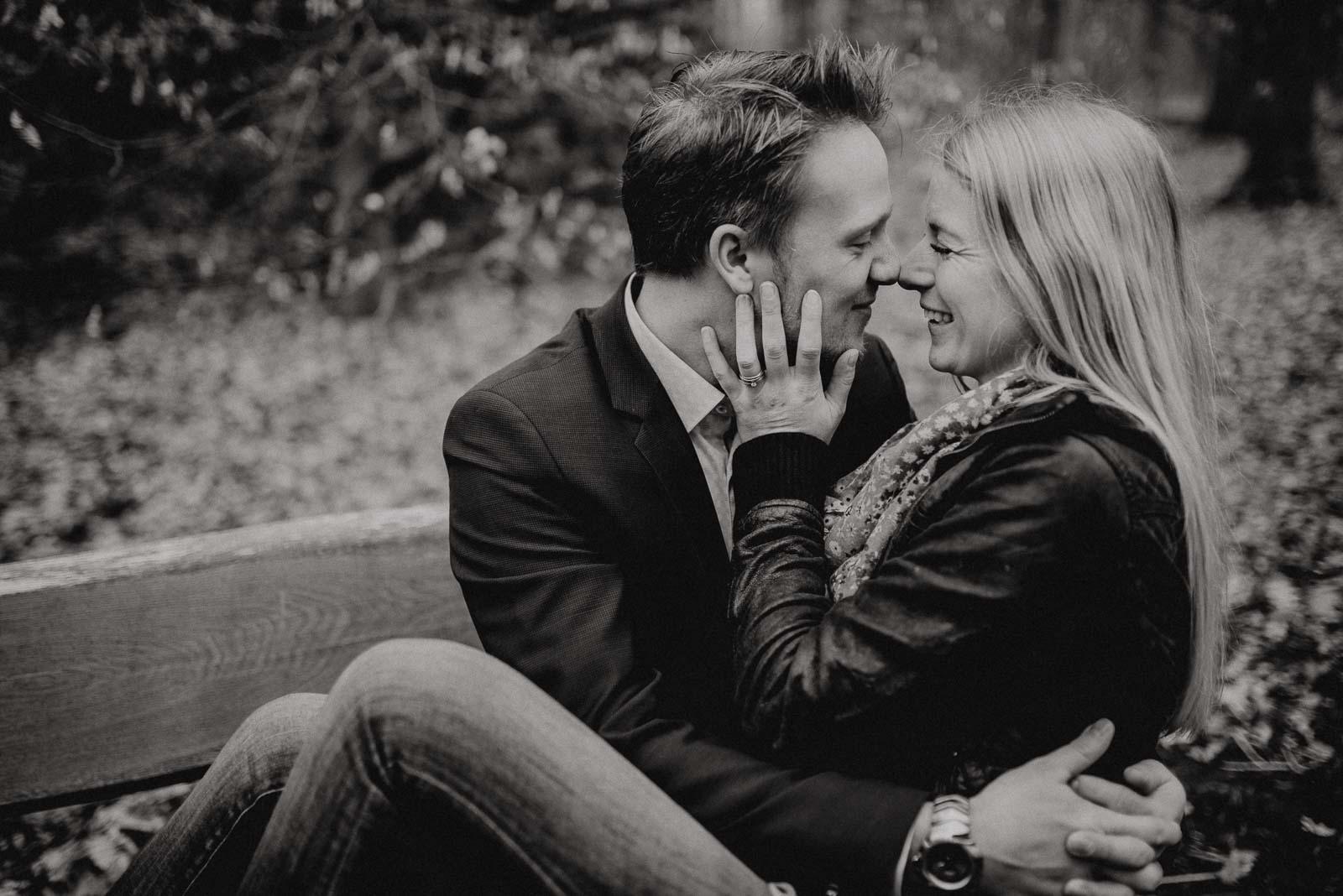 025-verlobungsshooting-engagement-fotograf-witten-rombergpark-dortmund