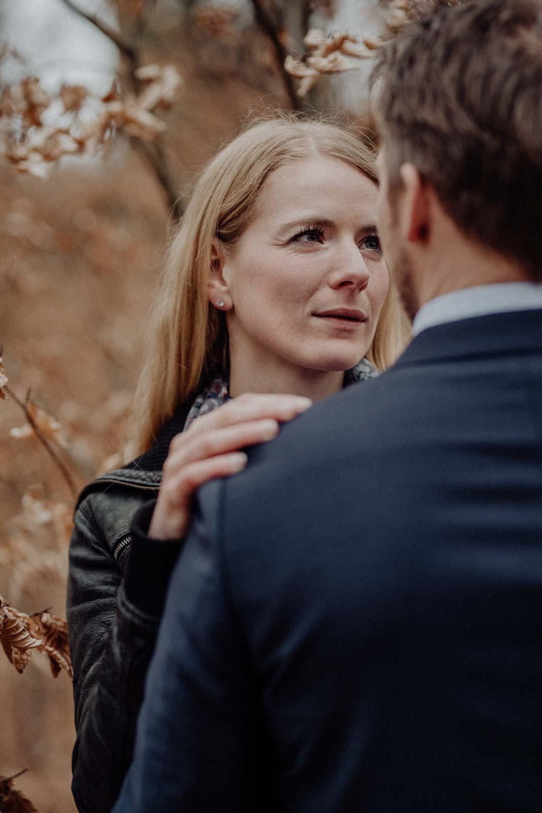 029-verlobungsshooting-engagement-fotograf-witten-rombergpark-dortmund