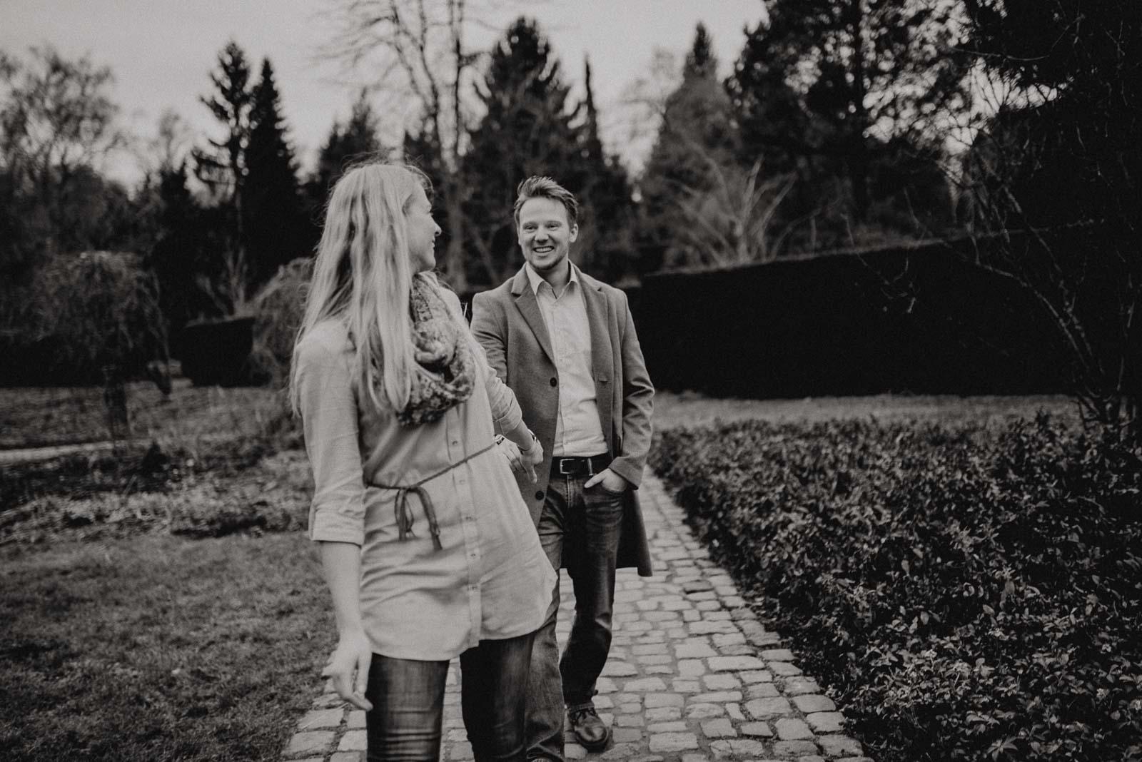 038-verlobungsshooting-engagement-fotograf-witten-rombergpark-dortmund