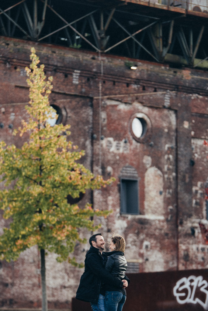 032-designparaplus-lovebirds-fotografie-bochum-paarshooting-jahrhunderthalle