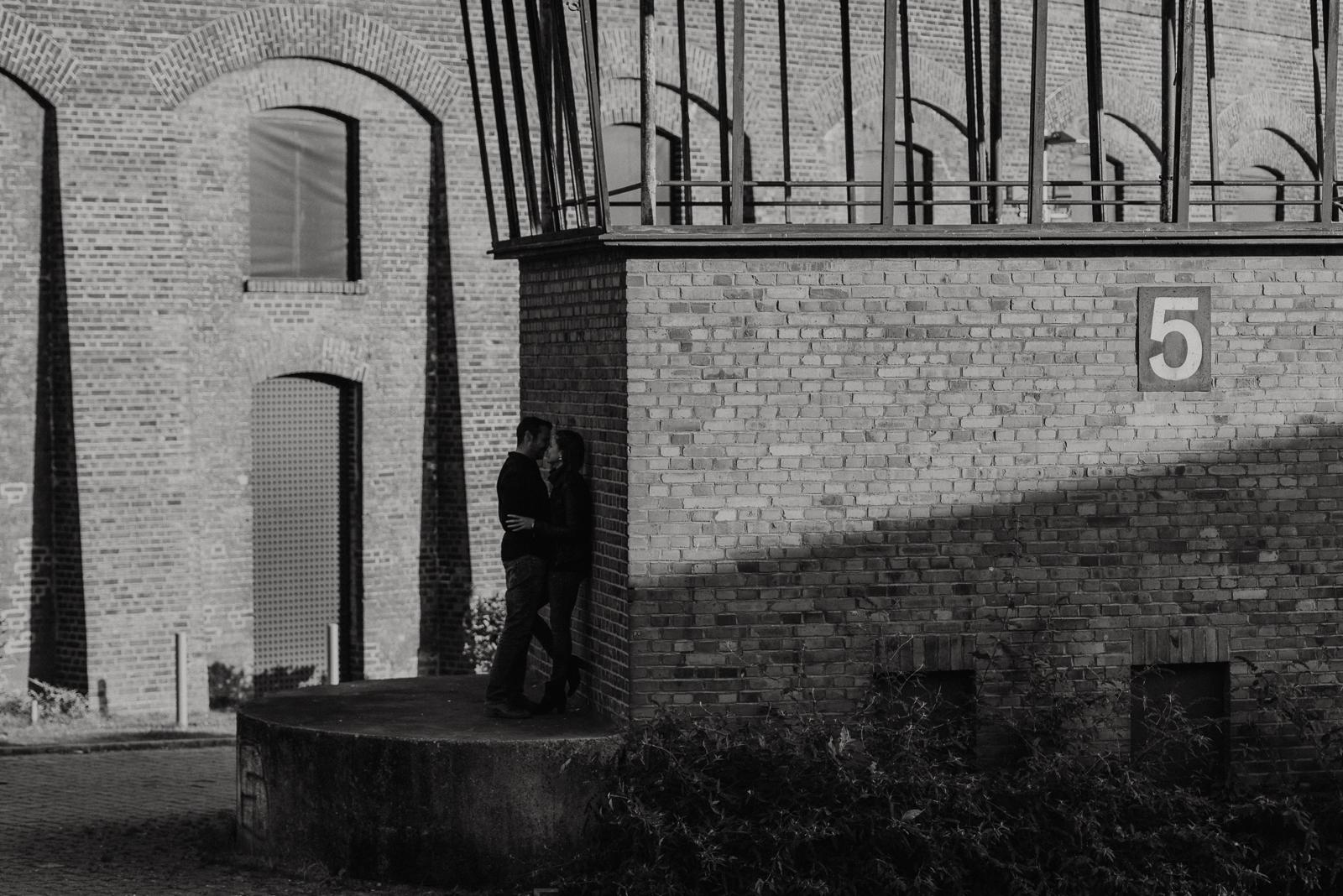 036-designparaplus-lovebirds-fotografie-bochum-paarshooting-jahrhunderthalle