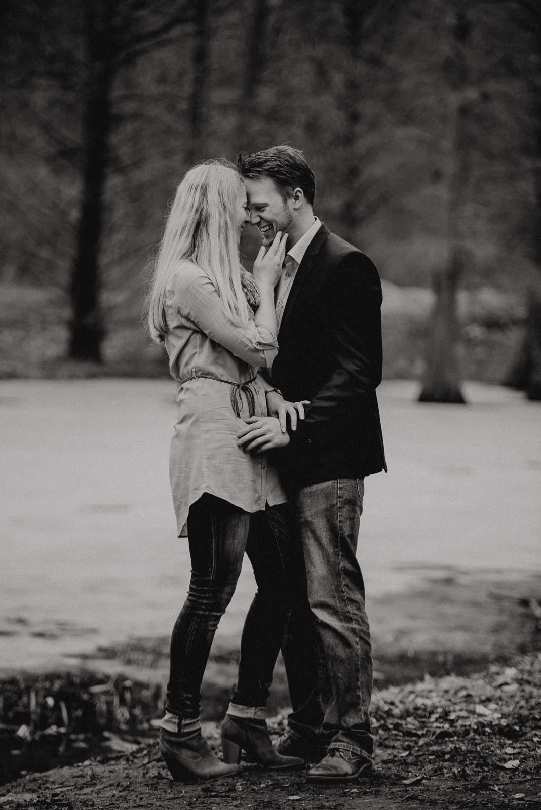 004-verlobungsshooting-engagement-fotograf-witten-rombergpark-dortmund