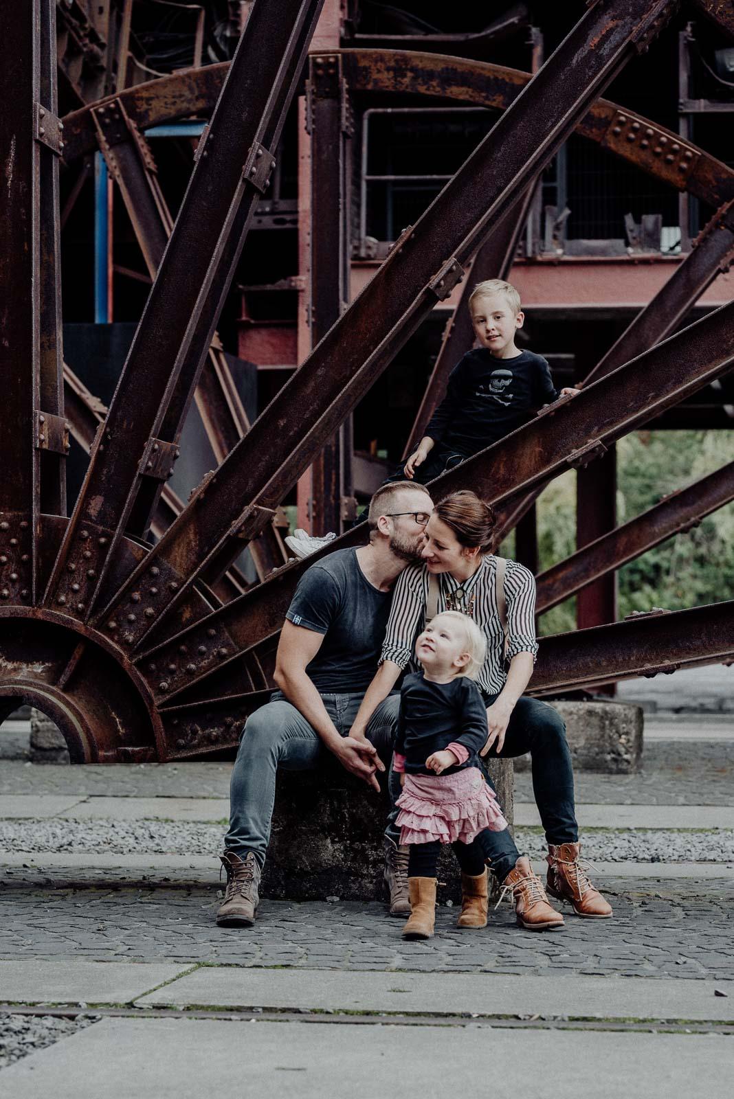 Familienfoto auf Zechengelände