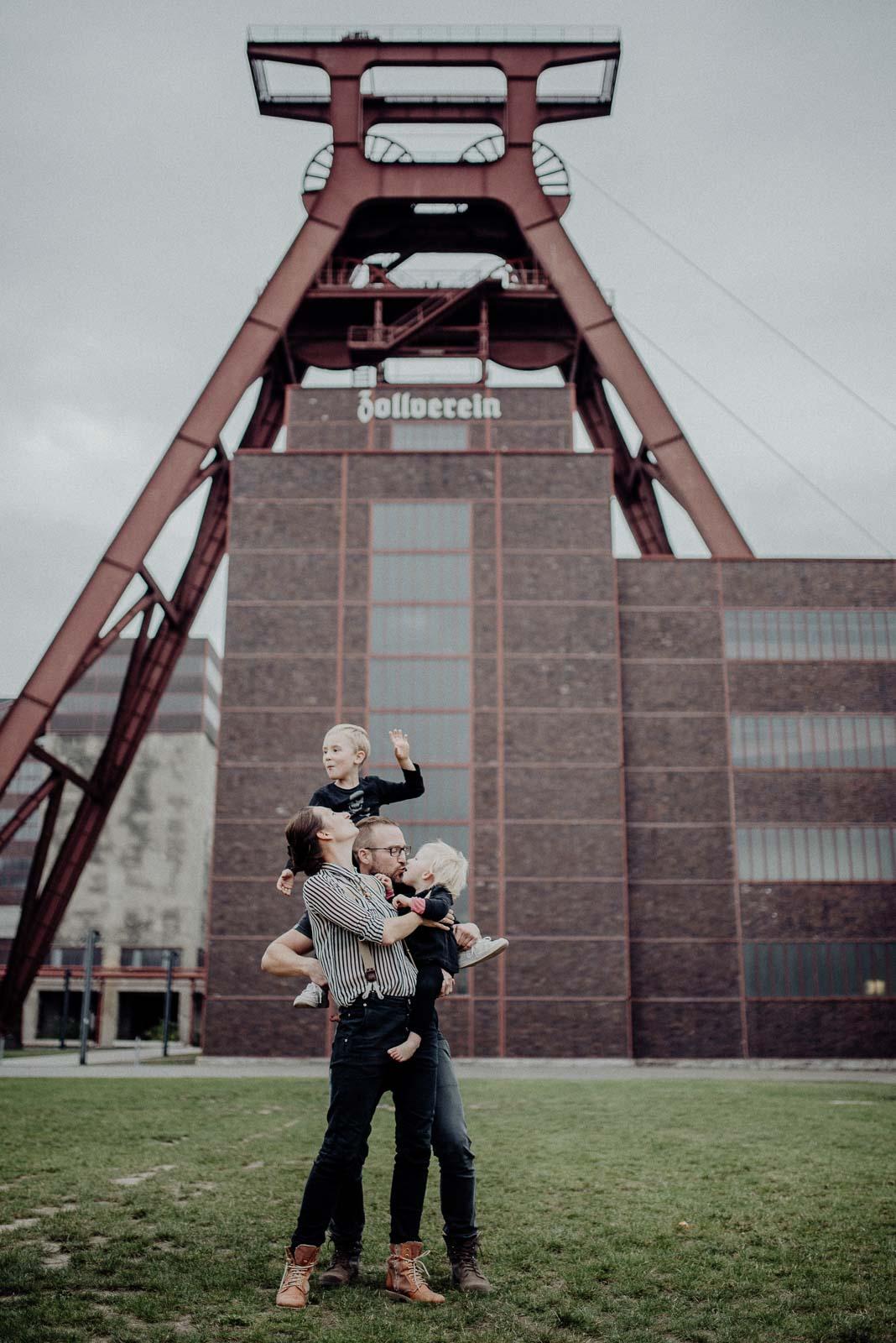 051-natuerliche Familienfotografie und ungestellte Familienfotos in Essen im Ruhrgebiet