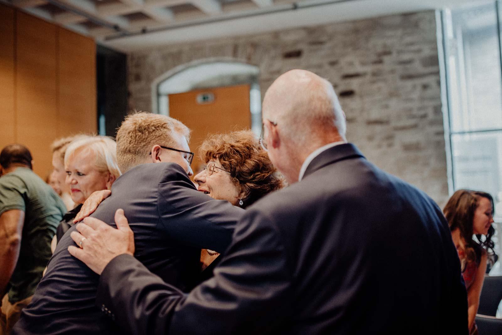 Muttergratuliert zur Hochzeit