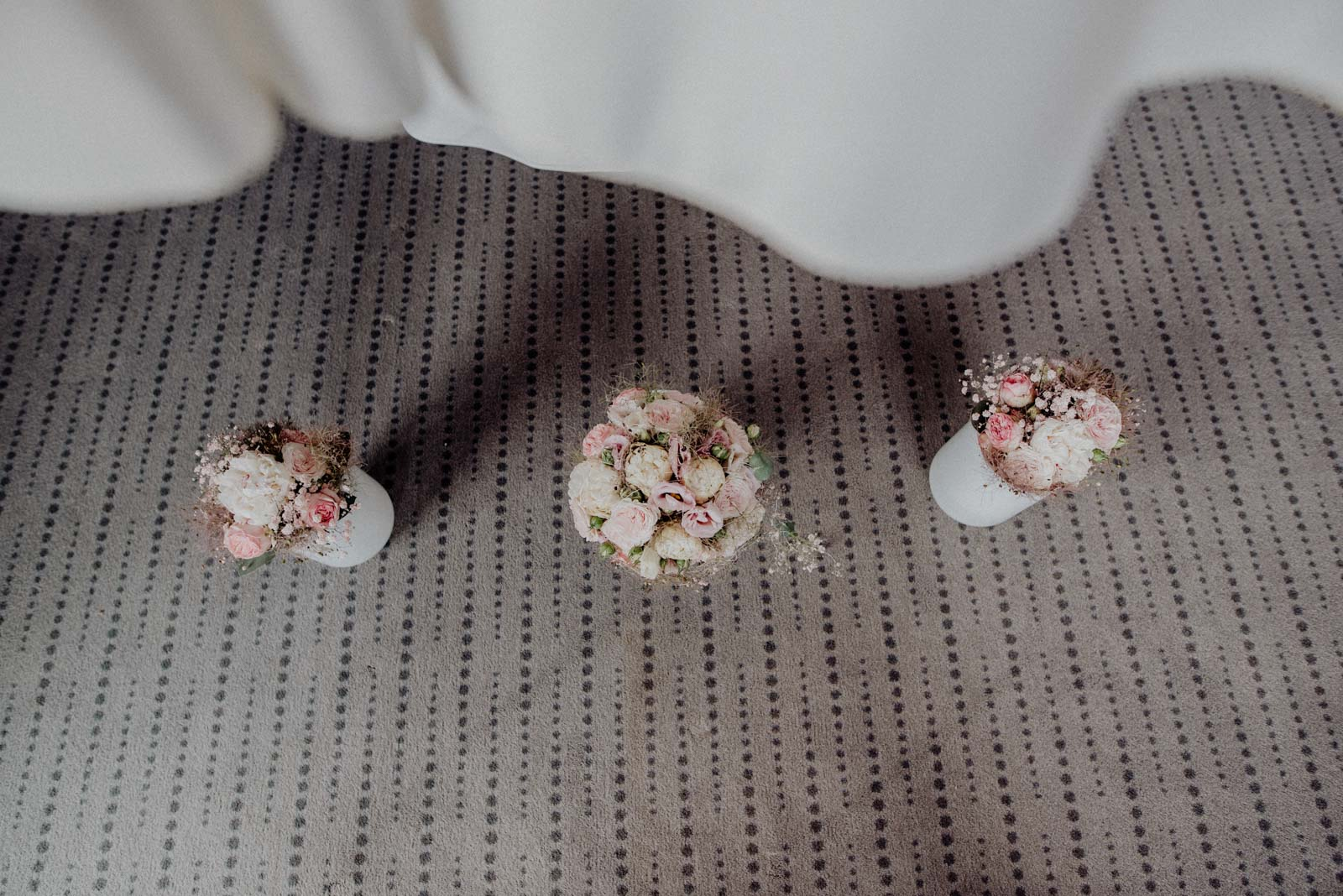 Brautstrauss und Strausse der Brautjungfern