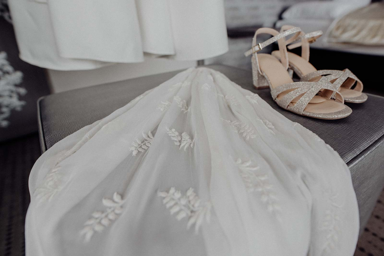Schleier und Schuhe der Braut