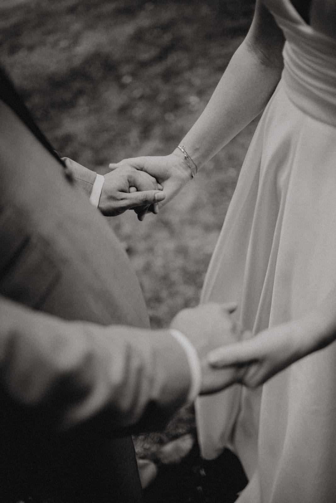 Die Hand des anderen halten