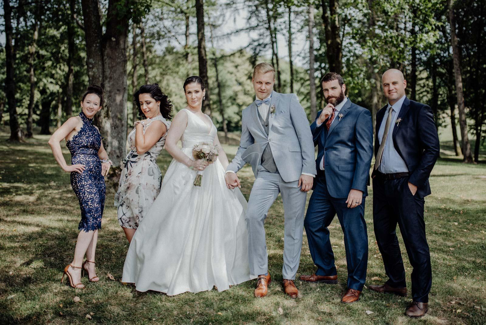 Spaß bei den Familienfotos am Hochzeitstag
