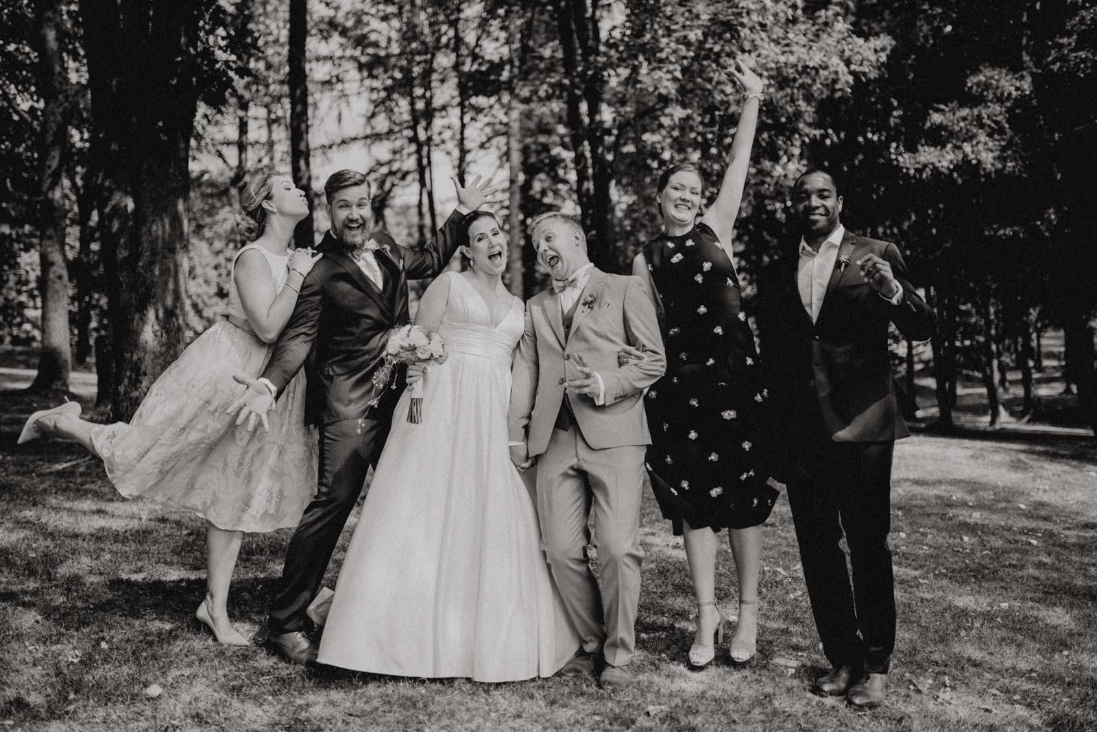 Spaß und verrückte Ideen bei den Familienfotos am hochzeitstag