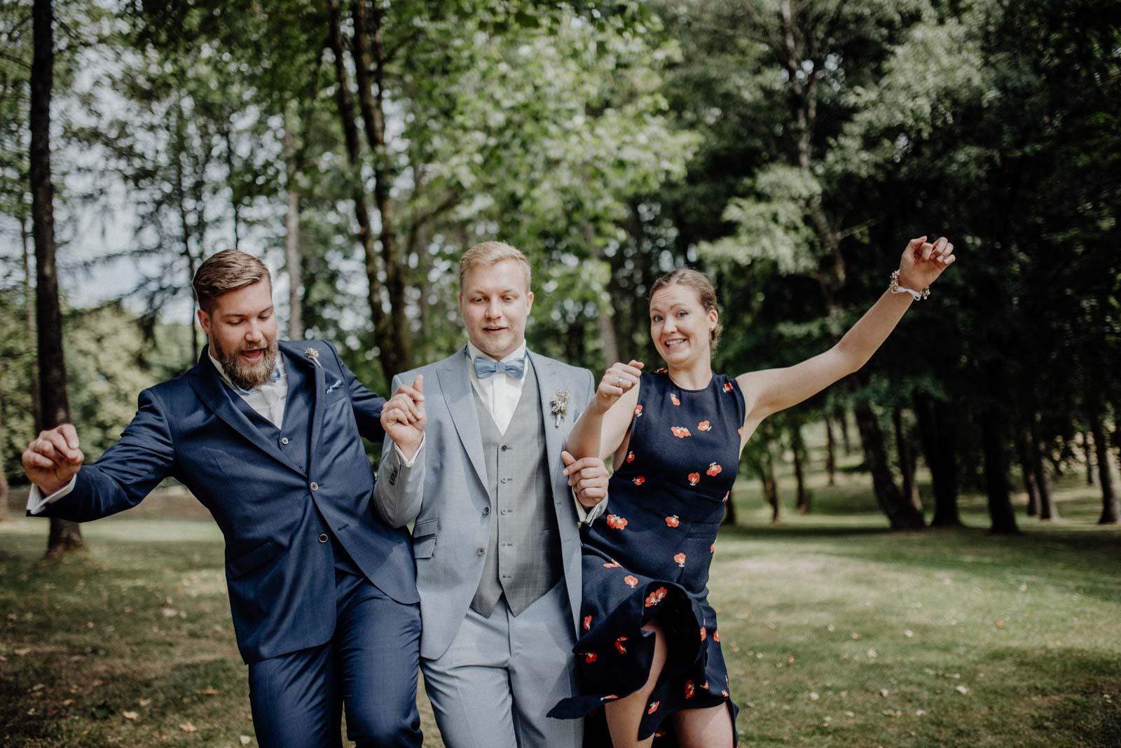 Geschwister beim Familienshooting am Hochzeitstag