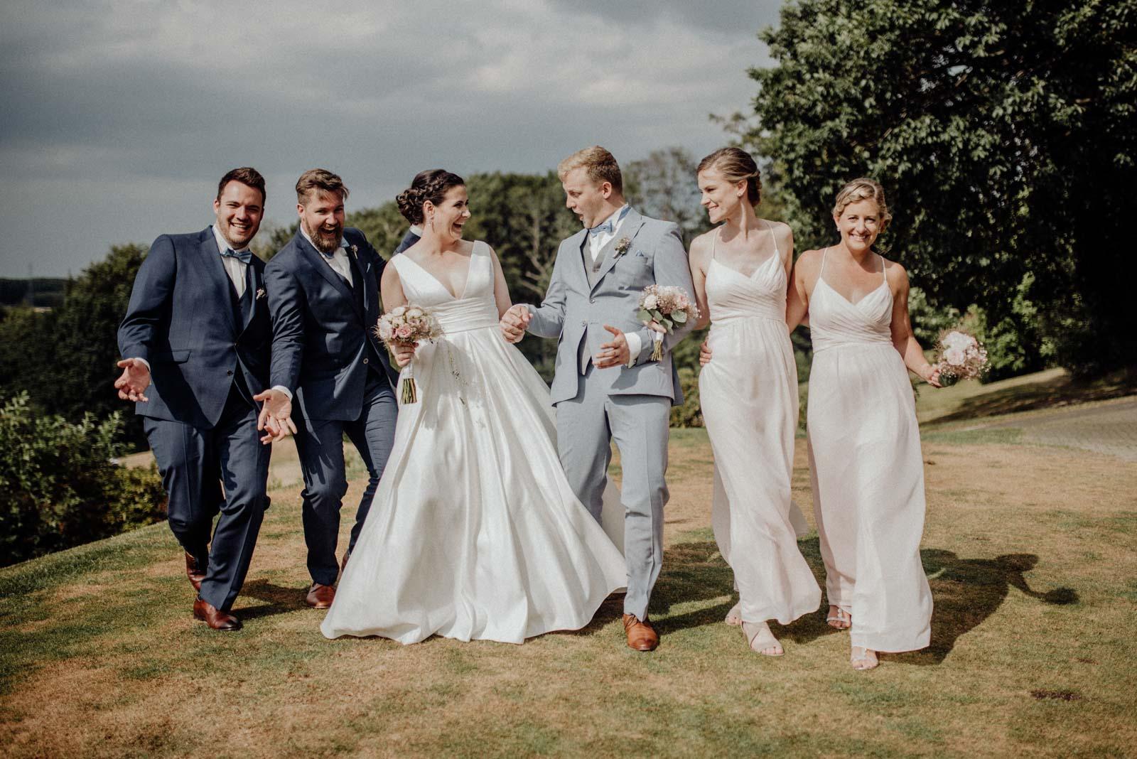 listige Gruppenbilder auf der Hochzeit