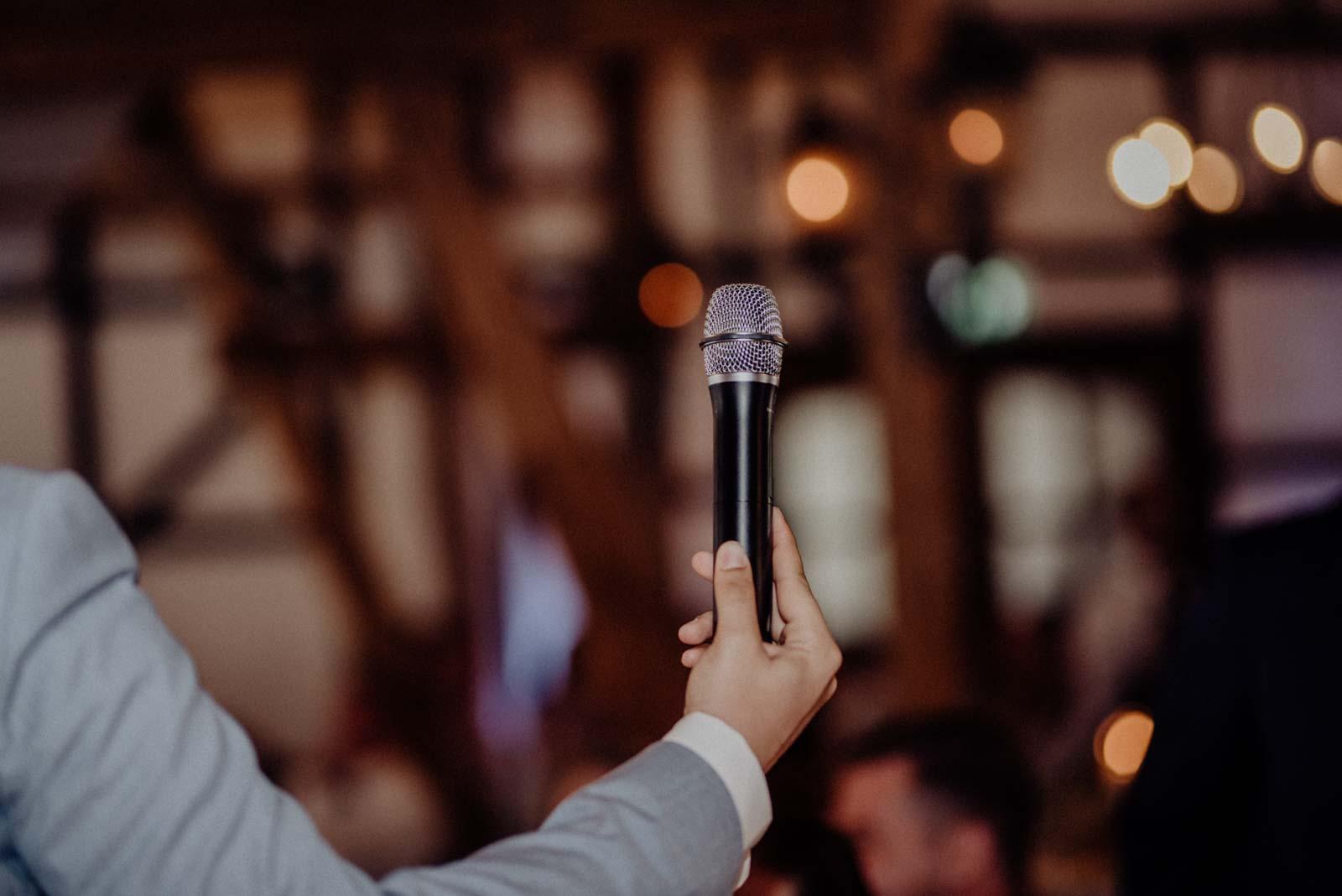 Fuer die reden auf der Hochzeit braucht es ein Mikrofon
