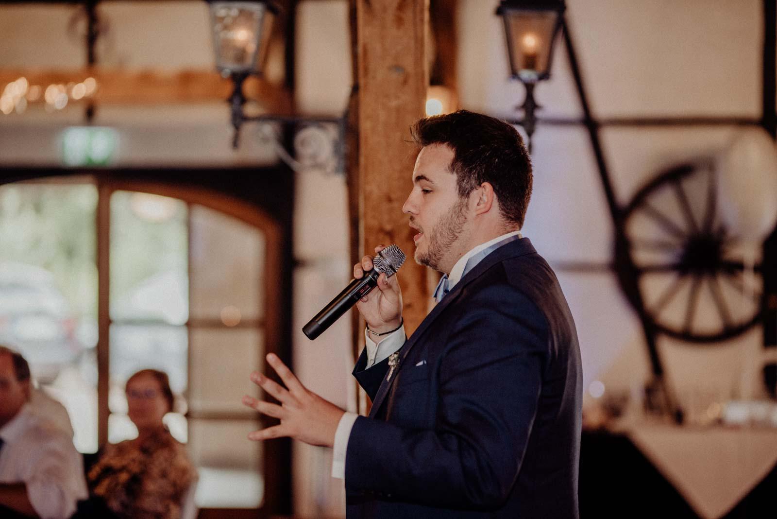 Rede des Trauzeugen auf der Hochzeitsfeier