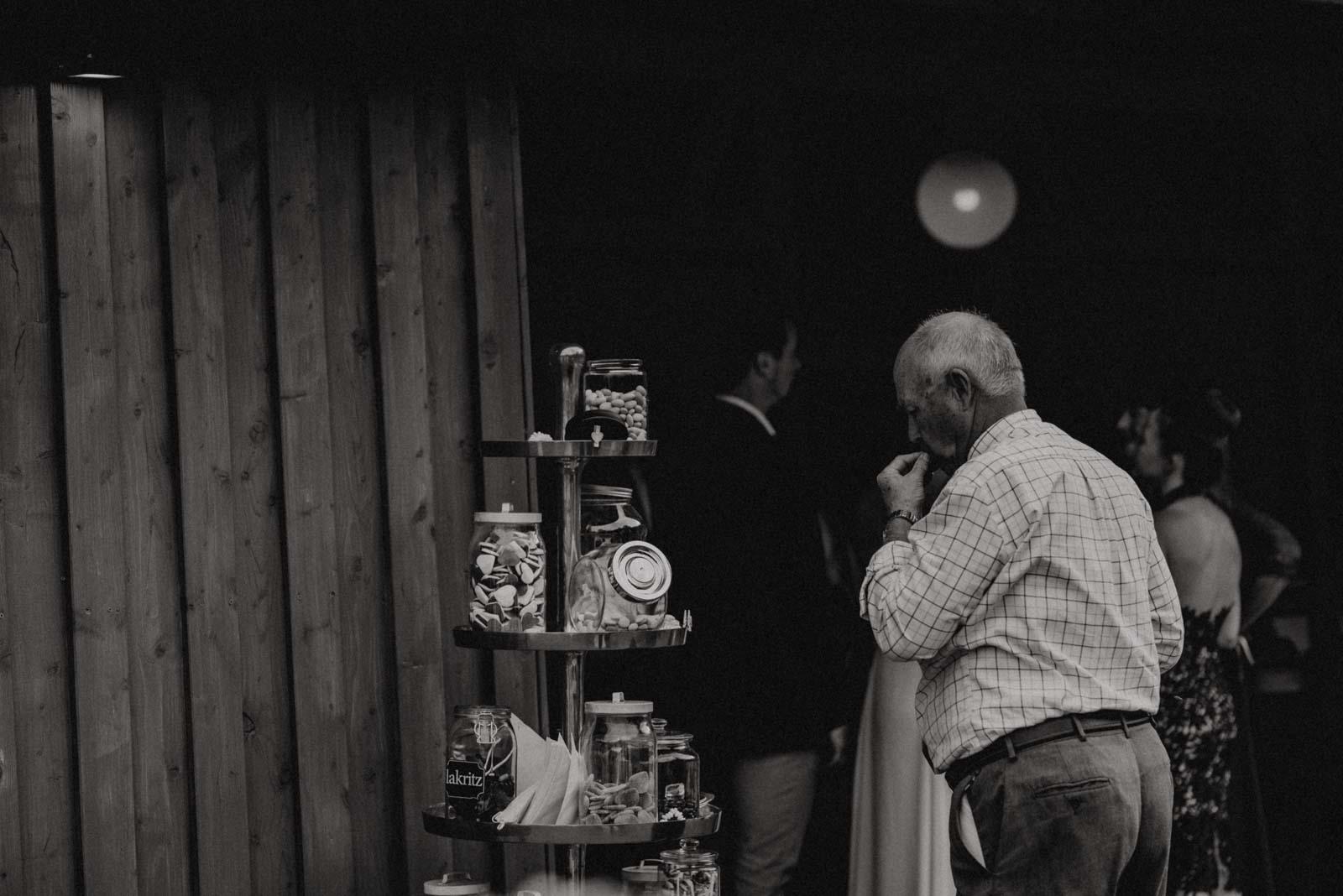 Candy Bar vor der Hochzeitslocation