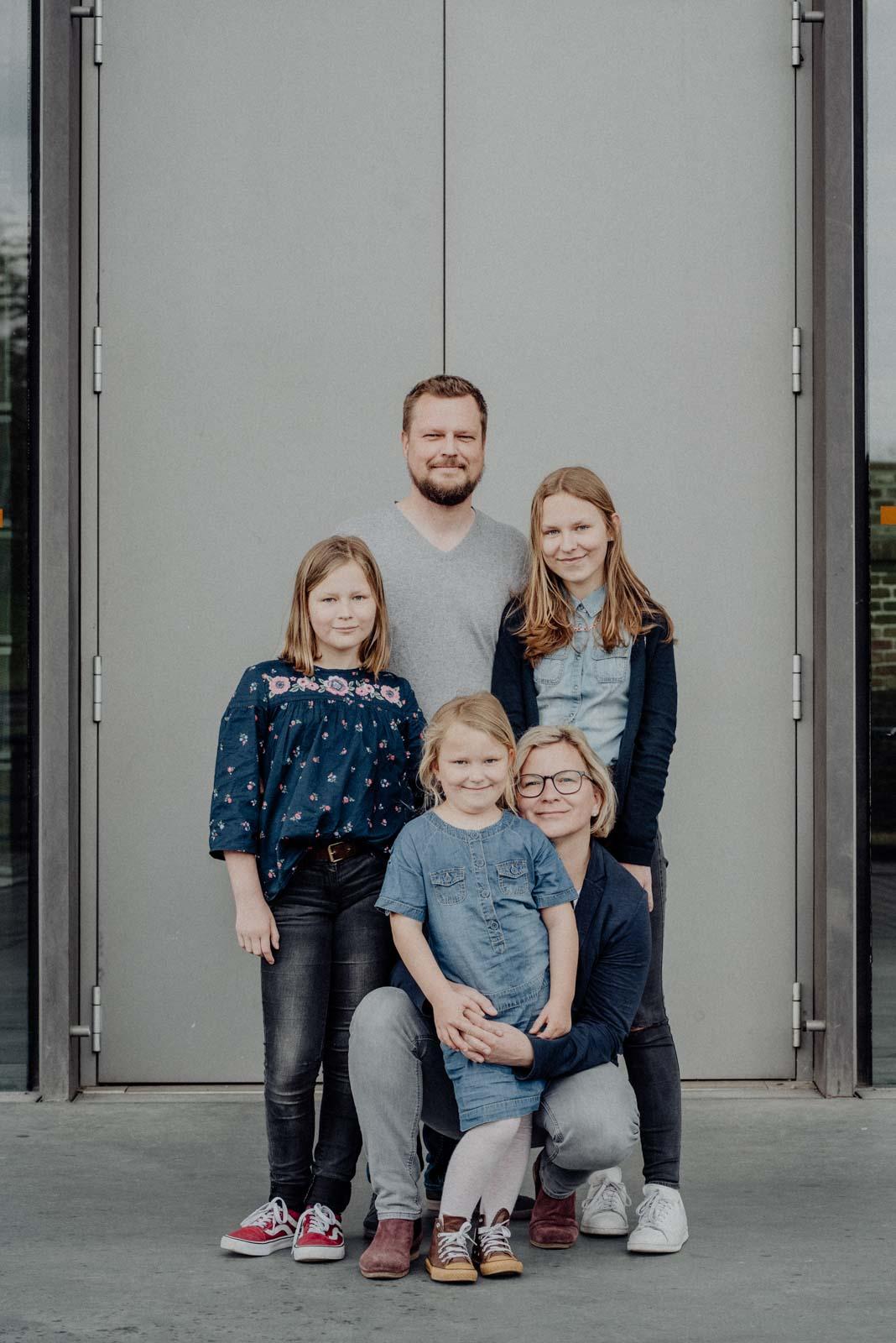 013-ungestellte-familienfotos-familienshooting-bochum-industrie-jahrhunderthalle