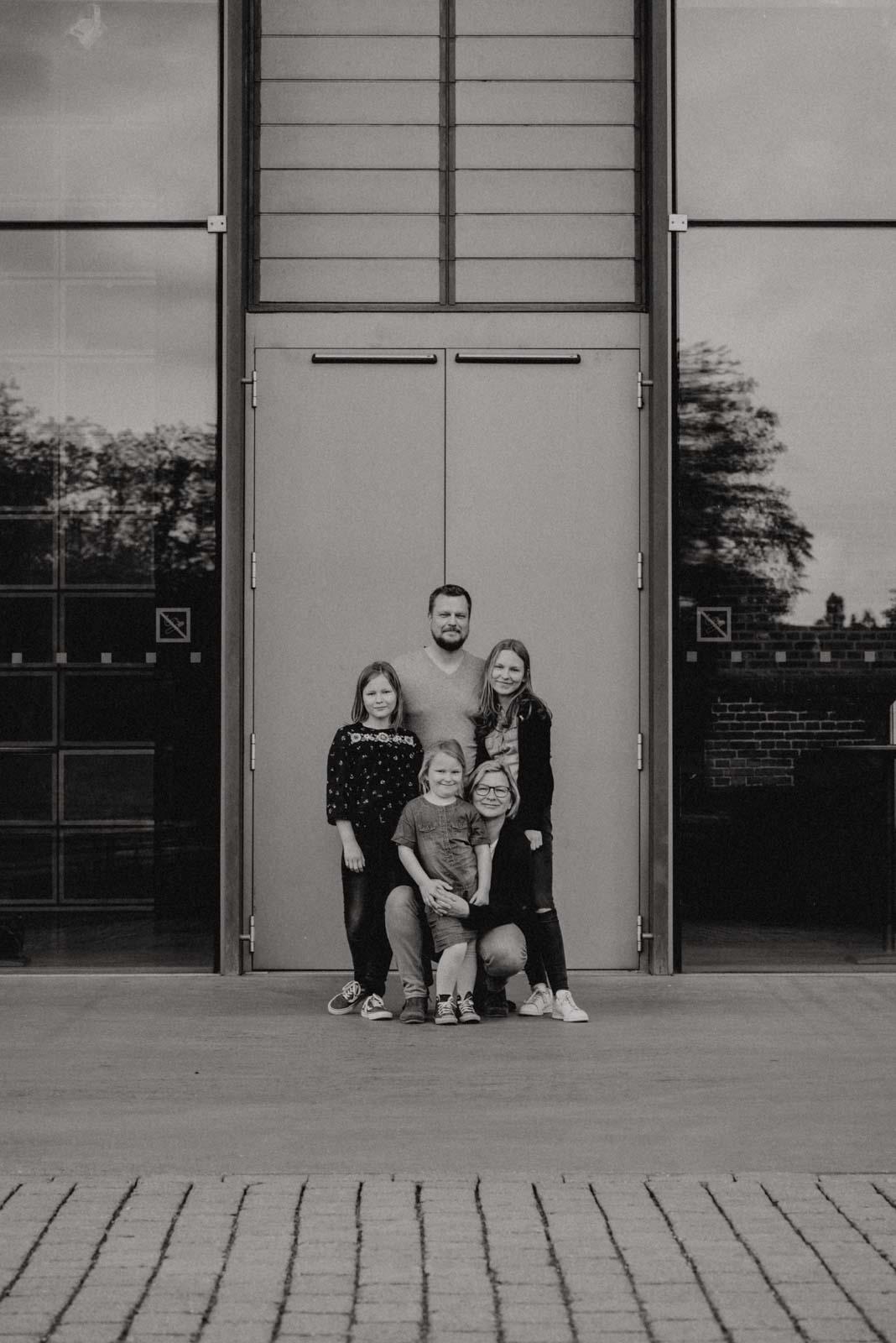 014-ungestellte-familienfotos-familienshooting-bochum-industrie-jahrhunderthalle