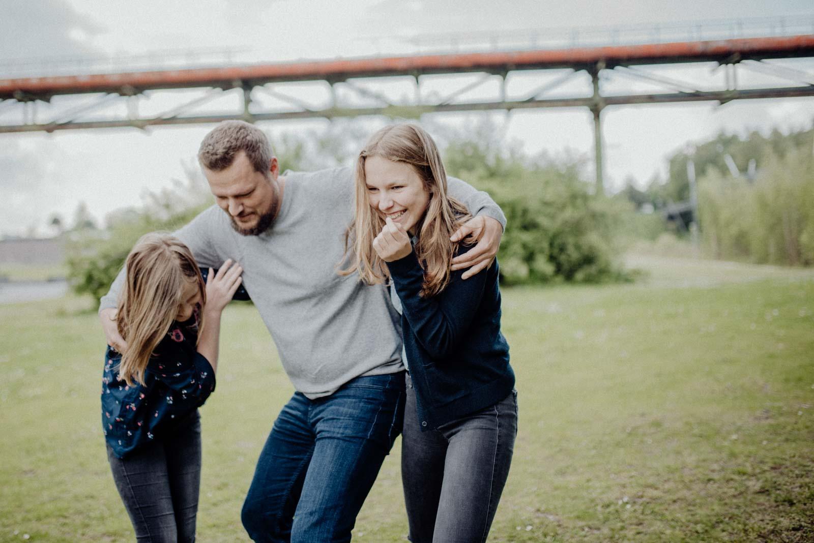 031-ungestellte-familienfotos-familienshooting-bochum-industrie-jahrhunderthalle
