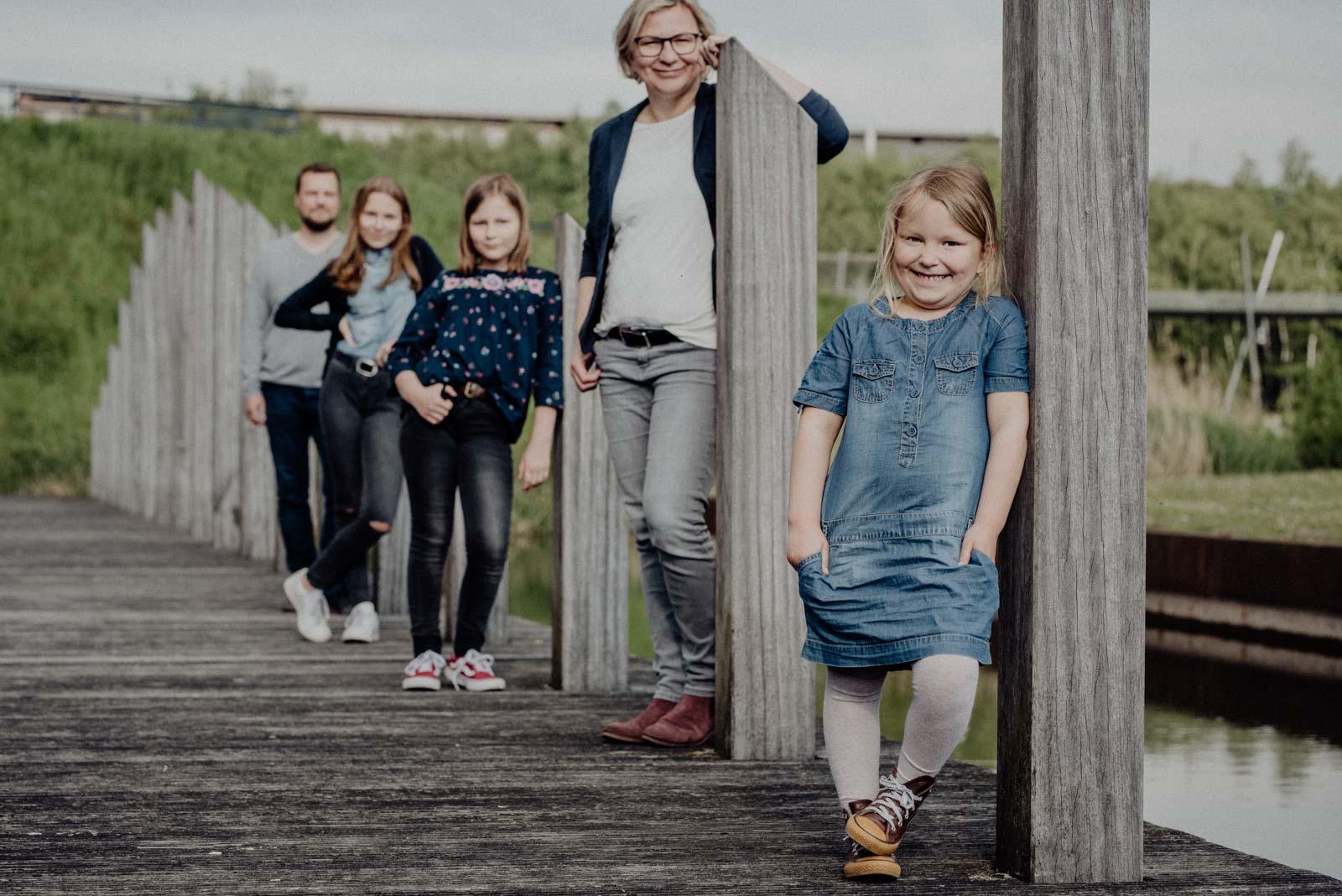 Die kleinste der Familie im Fokus beim Familienshooting