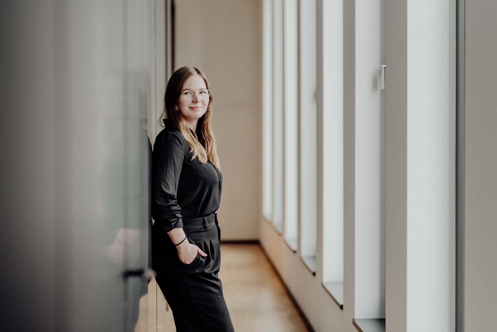 Natürliches Businessportrait und Mitarbeiterfoto Architektin Dortmund