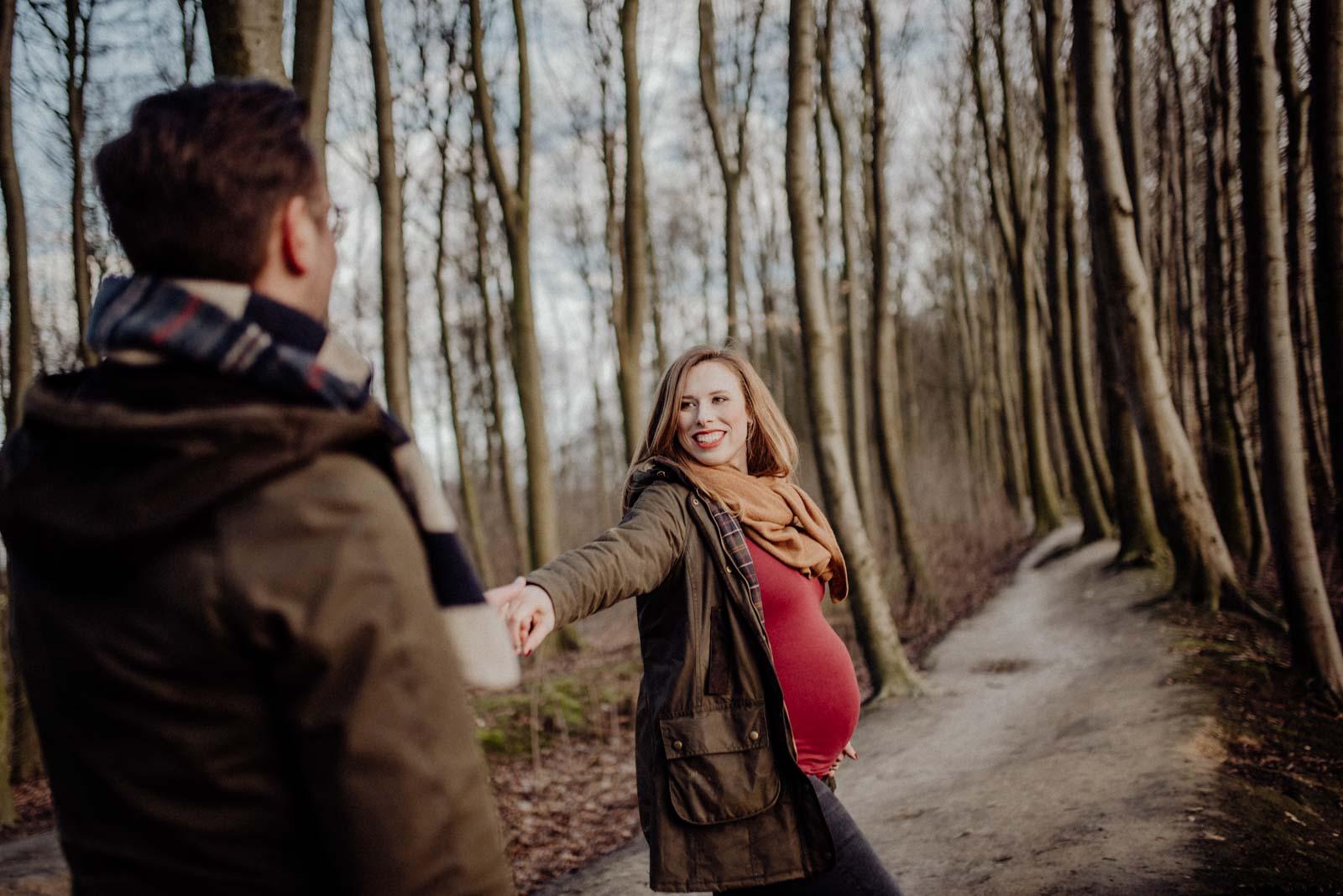 Instagrampose beim Paarshooting bei der Babybauch Session