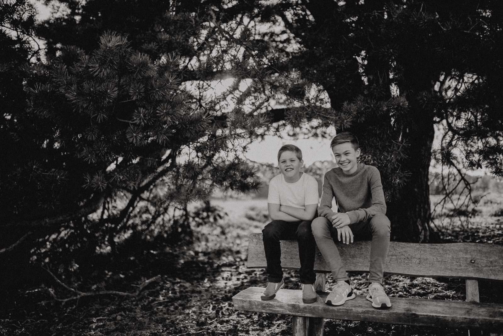 009-Familienfotos-Familienreportage-Heideshooting-natürlich-Heide